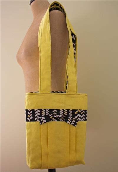 Pleated linen purse