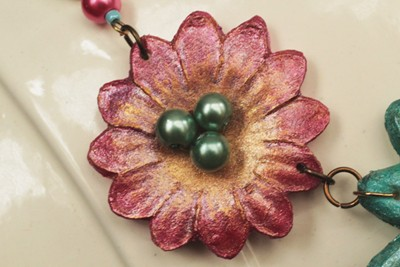 Casting Resin Necklace Fanciful Flowers  1
